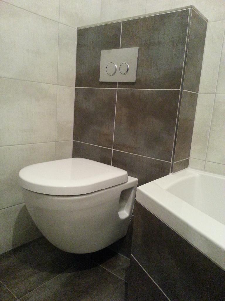 Tegelverf vloer wc je oude badkamer opknappen wmn landelijk at home betonlook - Badkamer wc ...