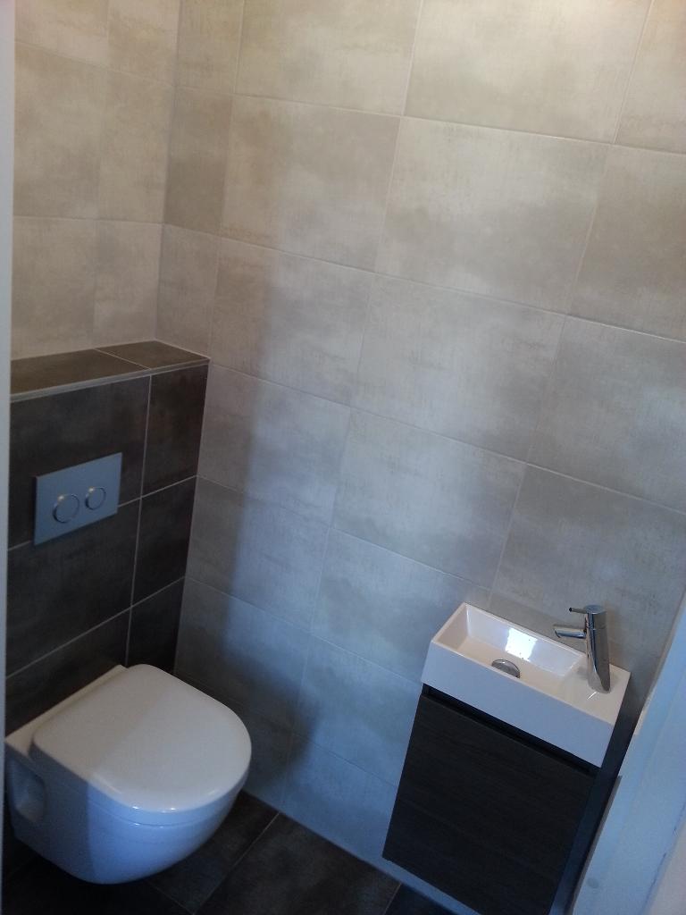 20170306 130256 spiegel hoekkast badkamer - Winkelruimte met een badkamer ...
